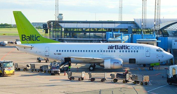 AirBaltic Боинг 737-53S. Архивное фото