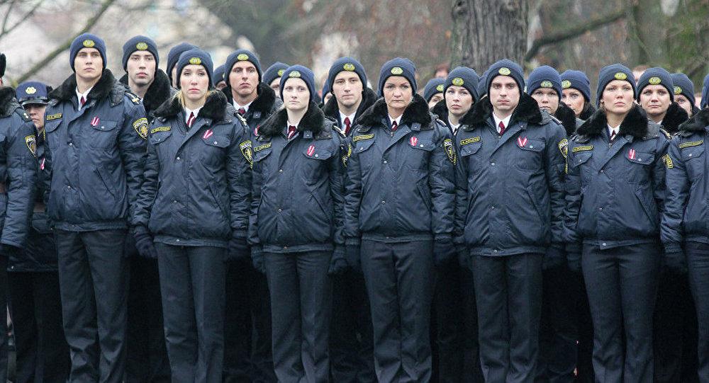 Полицейские на параде в Латвии. Фото из архива