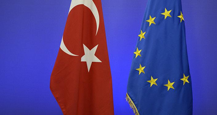 Turcijas un ES karogi. Foto no arhīva