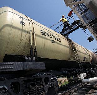 Naftas produktu bāzes darbs. Foto no arhīva