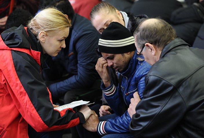 Rostovā pie Donas avarējušās lidmašīnas Boeing-737-800 pasažieru tuvinieki