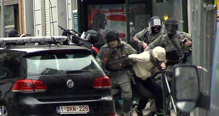 Briseles priekšpilsētā Molenbēkā aizturēts Francijas pilsonis – 26 gadus vecais Salehs Abdeslams.