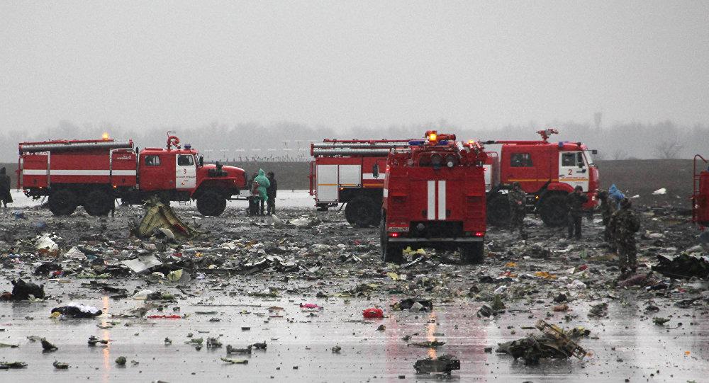 Pasažieru lidmašīnas Boeing 737-800 katastrofas vietā. Lidmašīna avarēja, nosēžoties lidostā Rostovā pie Donas