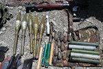 Kaujiniekiem konfiscētie ieroči. Foto no arhīva