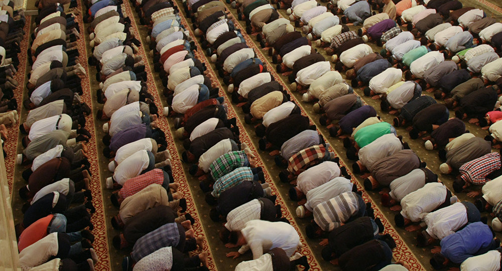 Musulmaņi mošejā. Foto no arhīva