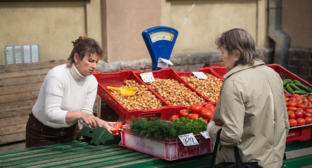 Прилавок на рынке. Архивное фото