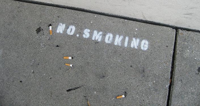 Надпись Не курить. Архивное фото