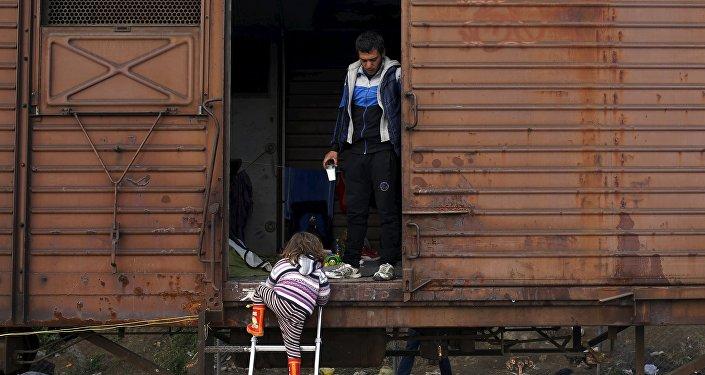 Беженцы в вагоне поезда. Архивное фото