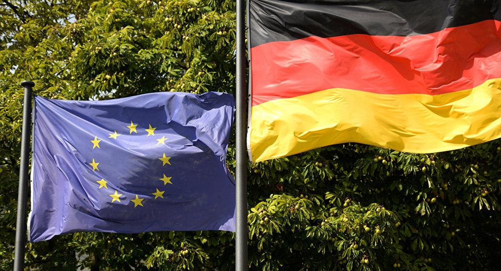 ES un Vācijas karogi. Foto no arhīva