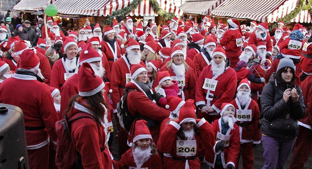 Забег Санта-Клаусов в Риге. Архивное фото