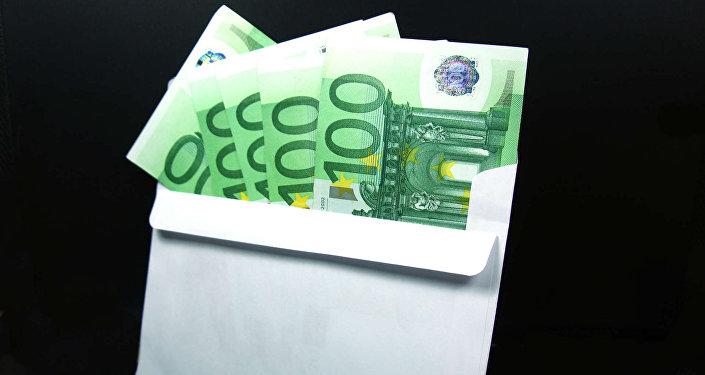 Купюры евро в конверте