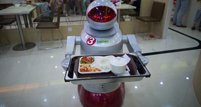 Робот-официант в ресторане Китая