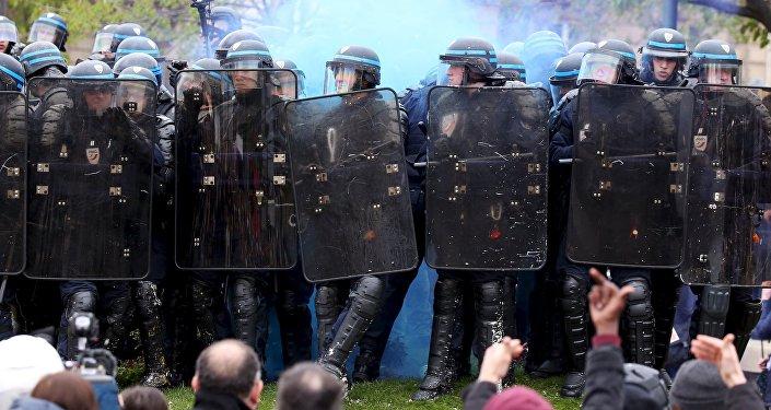 Протесты встолице франции:15 человек ранены, десятки задержаны