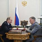 Премьер-министр РФ Владимир Путин поздравил великого хоккейного тренера Виктора Тихонова с юбилеем