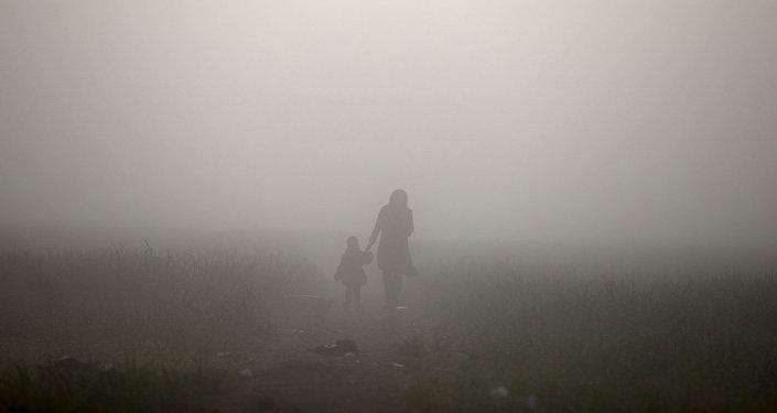 Sieviete ar bērnu. Foto no arhīva
