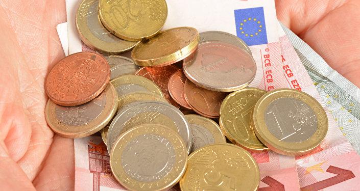 Русские юзеры сети энергично прокомментировали последние данные Евростата оминимальных зарплатах