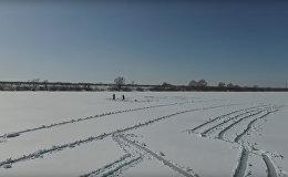 Entuziasms, bezpilota lidmašīna un divas lāpstas: Gagarina portrets ezera ledū par godu Kosmonautikas dienai