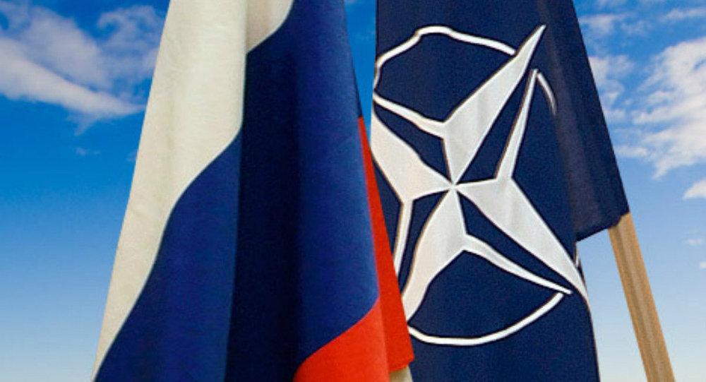 Krievijas un NATO karogi. Foto no arhīva