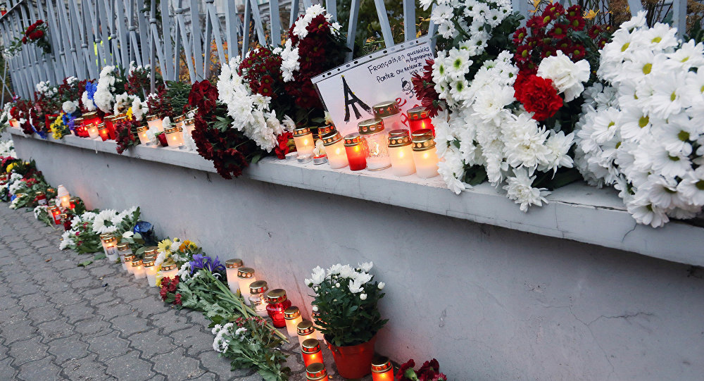 Цветы у посольства Франции в Латвии. Архивное фото