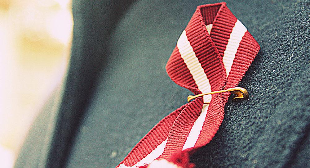Ленточка в цветах флага Латвии. Архивное фото