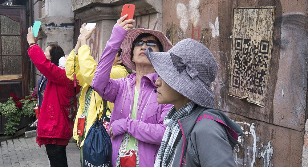 Туристы в Латвии