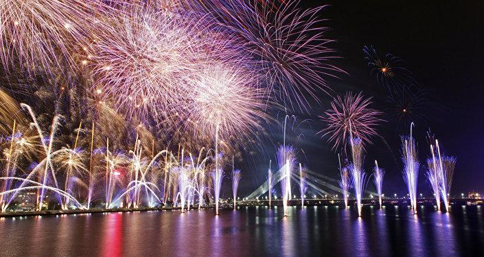 Салют в День Независимости Латвии. Архивное фото