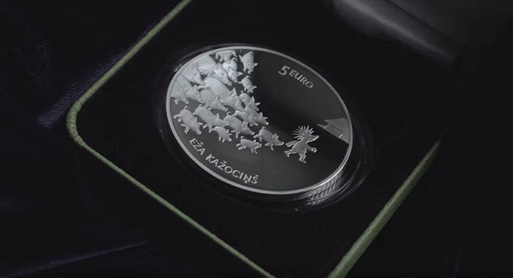 Коллекционная серебряная монета достоинством 5 евро Сказочная монета II. Ежова шубка