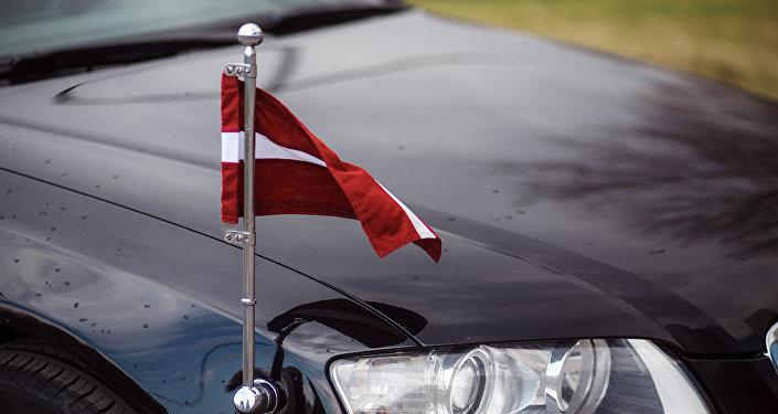 Флаг Латвии на правительственном автомобиле