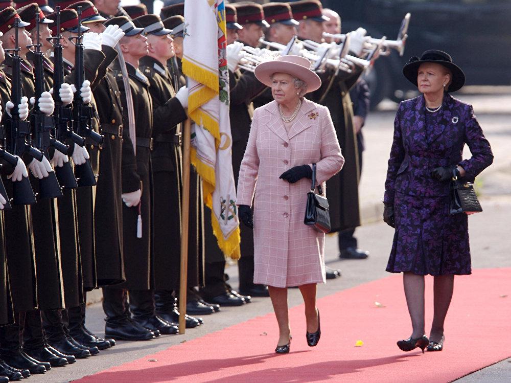 Королева Великобритании Елизавета II и Президент Латвии Вайра Вике-Фрейберга