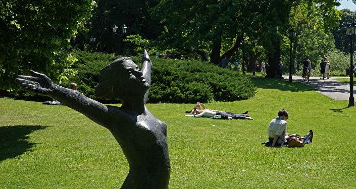 Парковая скульптура на бульваре Райниса в Риге. Архивное фото