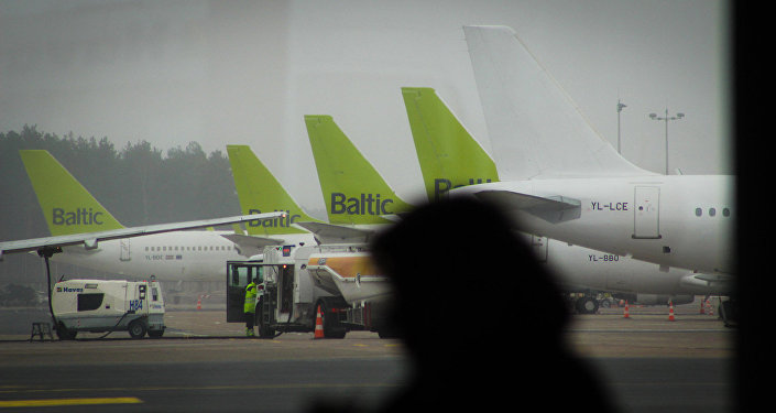Эксперты назвали причину аварийной посадки рейса airBaltic