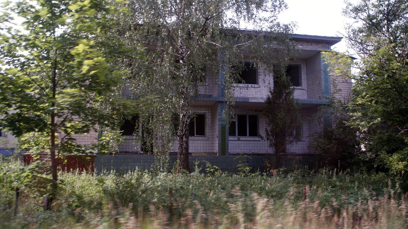Пустые дома на подъезде к АЭС
