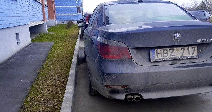 Автомобили на парковке с литовскими номерами. Архивное фото