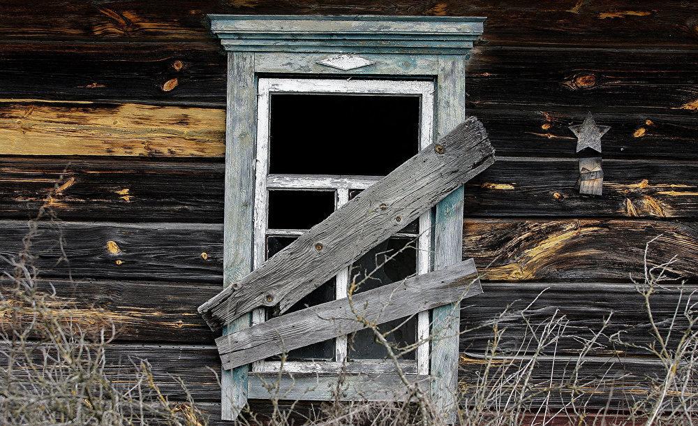 Заброшенный дом в отселенной деревне