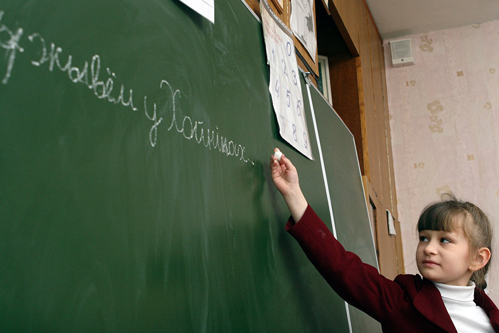 Урок в школе в Хойниках, значительно пострадавших в результате аварии на Чернобыльской АЭС
