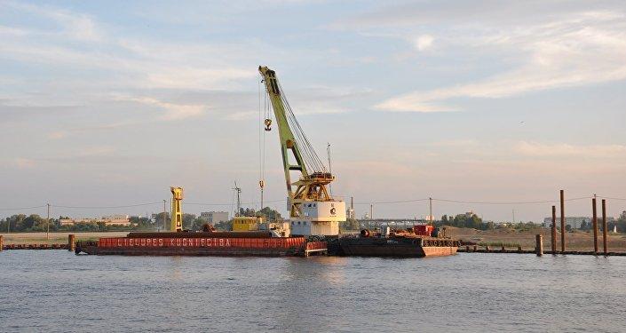 Krievu sala, Rīgas ostas teritorijā. Foto no arhīva