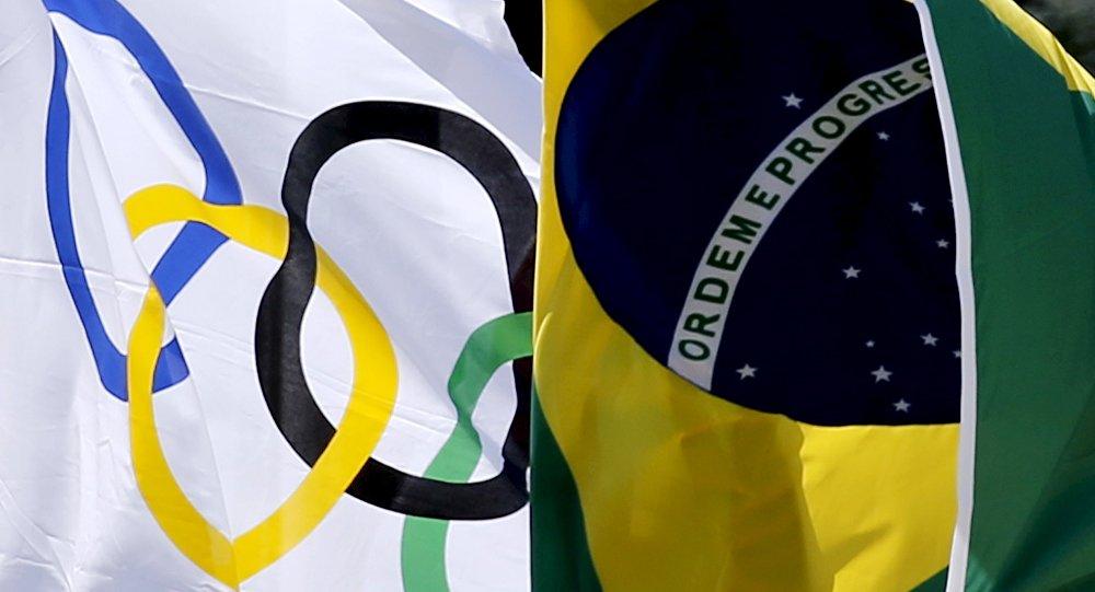 Olimpisko spēļu un Brazīlijas karogs. Foto no arhīva