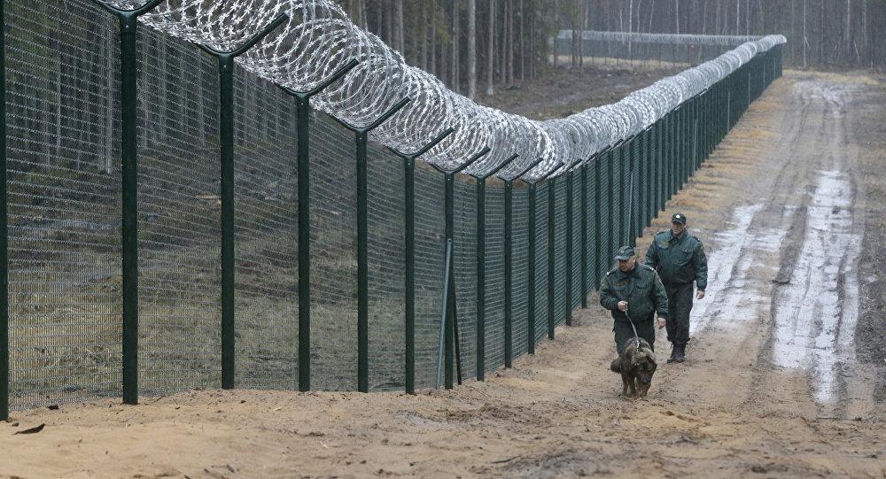 Награнице РФ иЛатвии строят забор от незаконных мигрантов