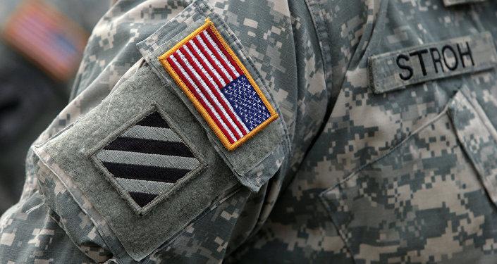 Нашивка на форме военнослужащего НАТО. Архивное фото