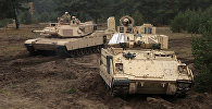 Танки стран НАТО Abrams и Bradley на военном полигоне Адажи
