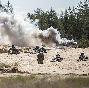 NATO karavīri Ādažu poligonā mācību laikā