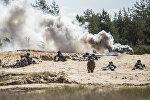 Солдаты НАТО на полигоне Адажи во время учений