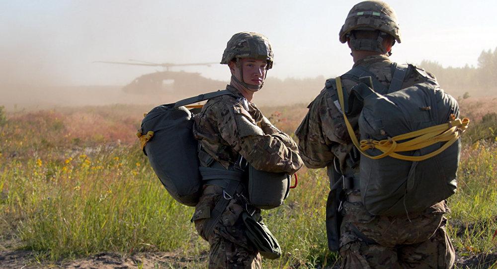 Военнослужащие на учениях. Архивное фото