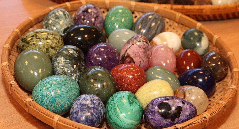 Самоцветные пасхальные яйца
