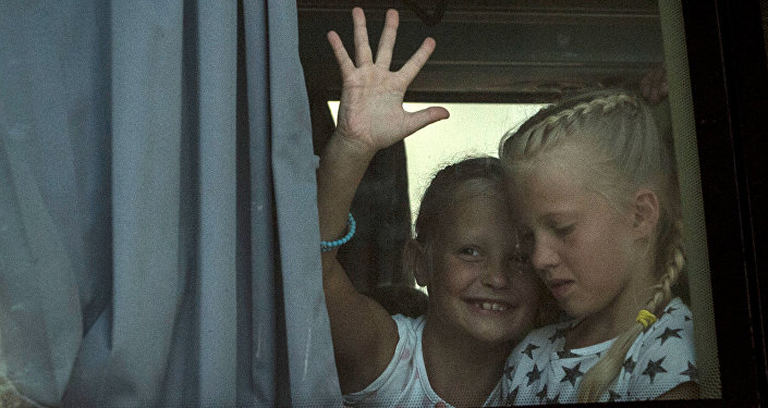 Дети в автобусе, архивное фото