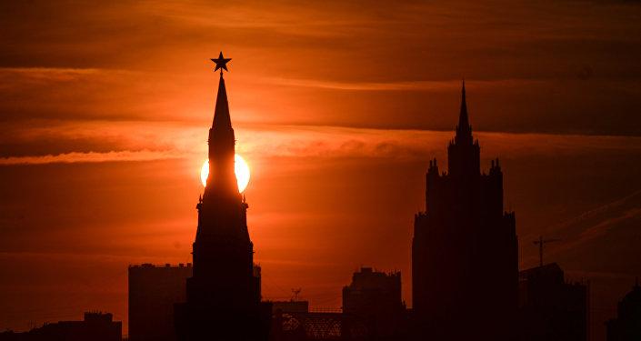 Maskavas Kremlis saulrietā. Foto no arhīva