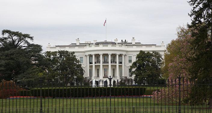 Baltais nams Vašingtonā. Foto no arhīva
