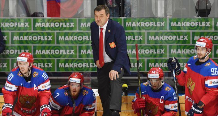 Главный тренер сборной России по хоккею Олег Знарок и игроки сборной России в матче группового этапа чемпионата мира по хоккею