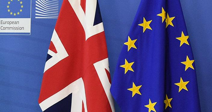 Lielbritānijas un Eiropas Savienības karogi. Foto no arhīva