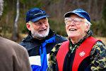 Пенсионеры смеются